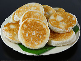Grated Coconut & Glutinous Rice Pancake