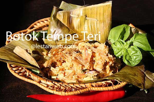 Spiced Tempeh in Banana Leaf