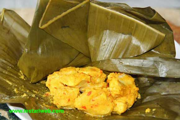 Chicken in Banana Leaf | Cakep Ayam