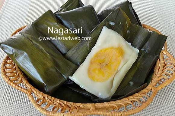 Nagasari or Banana with Coconut Custard parcel