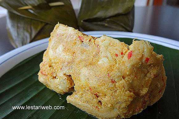 Balinese Steamed Chicken in Banana Leaf